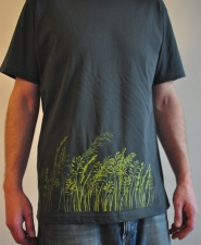 herbes-folles_dark-grey-tshirt_man_worn1