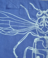 4-bag-vespula-blue_front-detail
