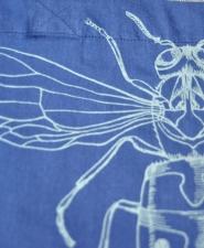 4-bag-vespula-blue_front-detail